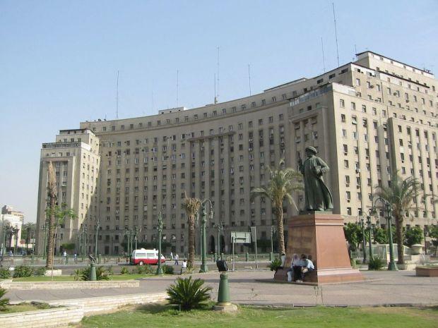 1200px-Modan_Tahrir_(2005-05-343)
